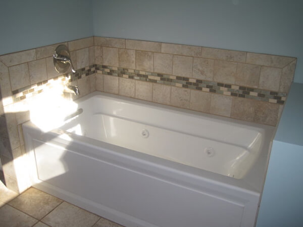 Bathtub & tile - 1
